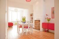 biel i róż, drewniana podłoga, jadalnie pokój dzienny, salon