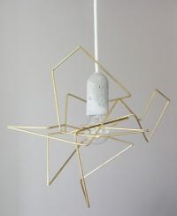 Lampa, z ciekawą betonową oprawką na żarówkę… widzieliście coś takiego ?