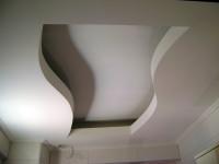 dwupoziomowy sufit z falą