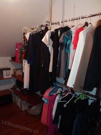aranżacja garderoby, zabudowa wypełniona ubraniami, system zabudowy garderoby tags[garderoba,szafa]