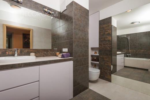 Mieszkanie w stylu klasycznym – łazienka(www.decoroom.eu)
