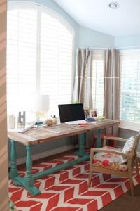 Białe okiennice, biuro w domu – http://www.shutters.net.pl