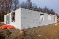 budowa domu z gazobetony. Bloczki betonowe a dom energooszczędny