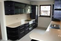 Czarna kuchniaświetnie komponuje się w połączeniu z drewnem  i metalem. Fronty czarnej kuchni mo ...
