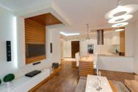 Projekt sufitu podwieszanego oraz aranżacja salonu i kuchni