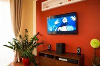 zabudowa telewizora, ozdobna ściana z podświetleniem led