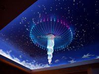 Sufit podwieszany z oświetleniem imitującym gwiazdy