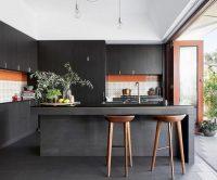 Czarne meble w kuchni za i przeciw ?