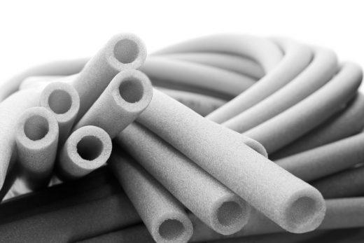 Jakie połączenia rurowe stosuje się w systemach rur kanalizacyjnych?