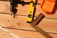 Gdy masz już wszystkie niezbędne materiały, musisz sprawdzić stan betonowej posadzki, na której  ...