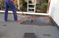 Renowator do dachów – czarna, cienkowarstwowa powłoka bitumiczna do uszczelniania i renowacji po ...