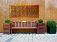 Dekoracyjny panel ogrodowy ze stali corten montowany bezpośrednio do ściany na dystansach. Nadaj ...