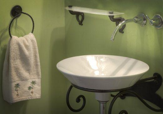 Syfon umywalkowy oszczędzający miejsce – jaki syfon wybrać?